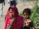 Nepalesische Frau mit Kind