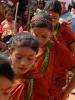 Tanzende nepalesische Kinder